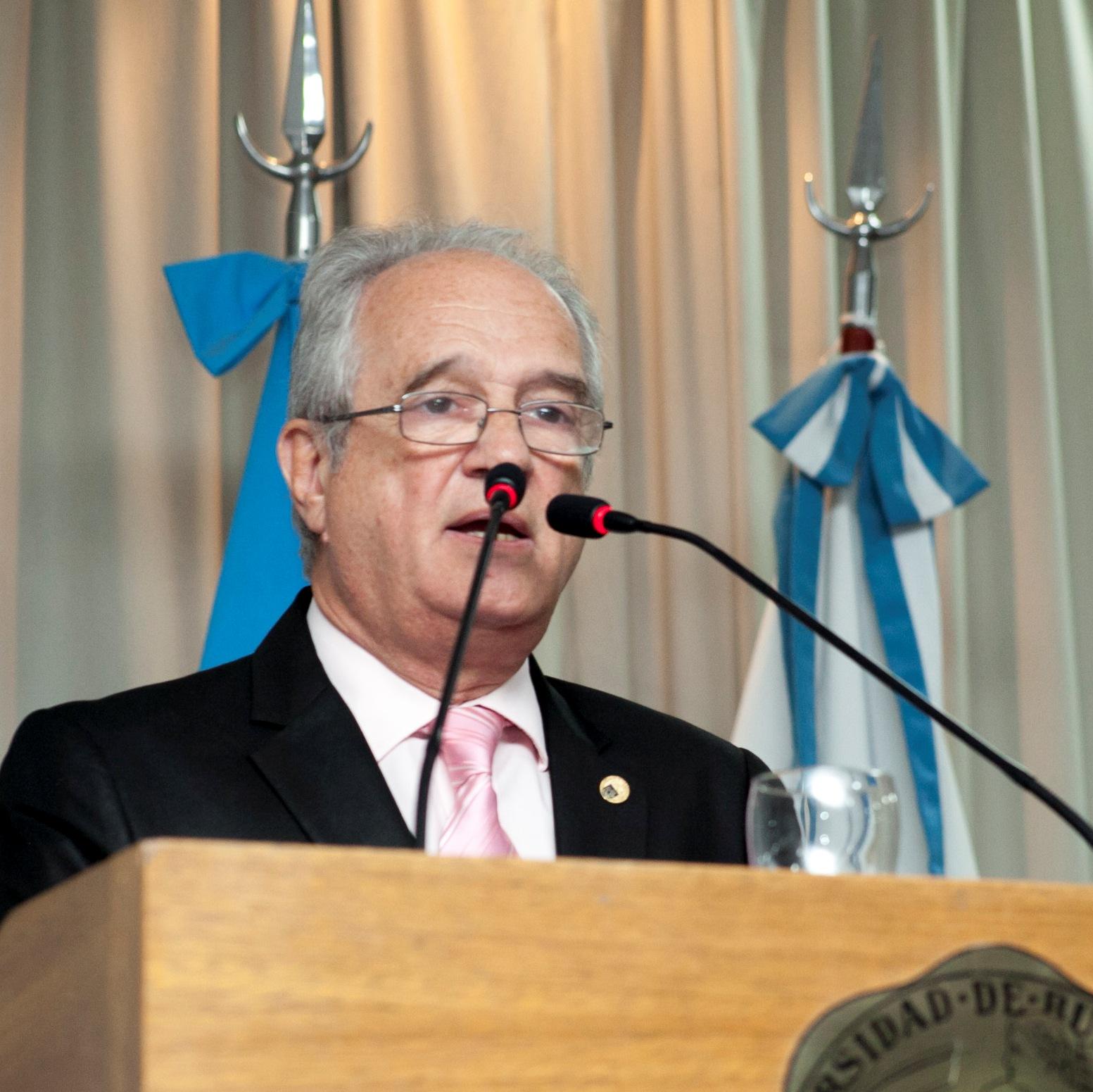 Dr. Ricardo José María Pahlen Acuña